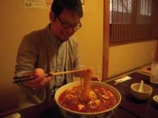 チャレンジメニュー人気店「のらくろ」で、総重量5.8kgの激辛ジャンボマーボー麺に挑戦!
