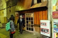 昭和の香りがする鶴見線国道駅のガード下にある居酒屋「国道下」に突撃!