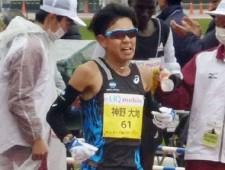 強豪ランナーが揃った丸亀ハーフマラソンを日本人トップでゴールした神野 photo by Kyodo News