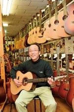 【戦略経営者登場】ヤイリギター代表取締役 矢入賀光 職人技が光るこだわりの製法で高品質なギターを作り続ける