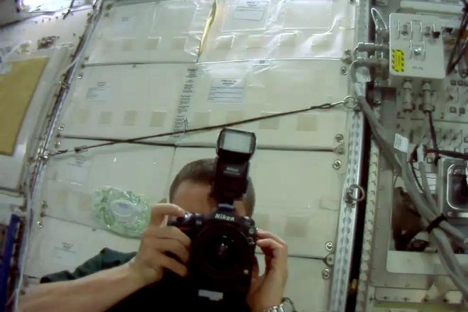 宇宙飛行士とニコン