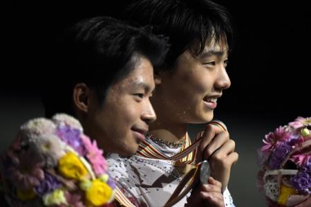 世界フィギュア 羽生と町田が金・銀メダル