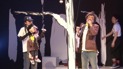 モラトリアムパンツの不思議で奇妙な音楽劇「おばけリンゴ」が賑やかに開幕!