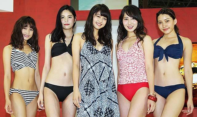 三愛イメージガール松元さん、水着ラストステージ=旅の祭典、グアムブースで
