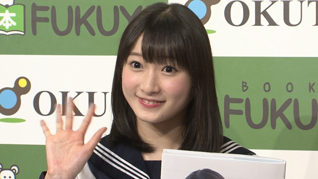 J=J宮本佳林がビキニ満載写真集「成長を見て!」