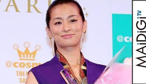 尾野真千子、今年の「最も美しく輝いた女性」に選出