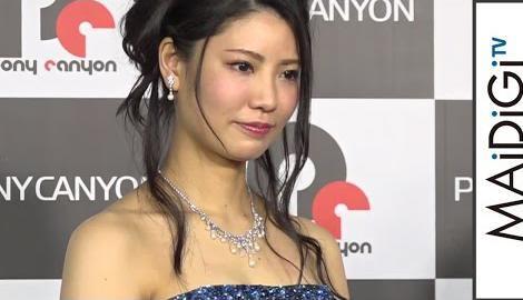 """元AKB48・倉持明日香、大人な""""キャバ嬢""""ドレスで魅了 高橋胡桃は振り袖姿 「OLですが、キャバ嬢はじめました」DVD発売記念イベント1"""