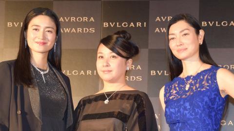 小雪、姉・弥生とイベント共演 姉妹でカーペットウォーキング