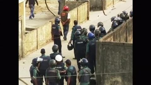 バングラデシュで爆発、警官含む6人死亡