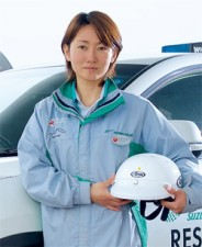 レース中の事故に一番に駆けつけ、処置をする救急救命士 −モビリティランド・直井彩夏さん