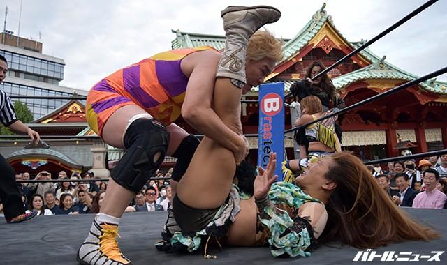 神取忍が神田明神境内でプロレスを開催!アイガーが和太鼓を披露!