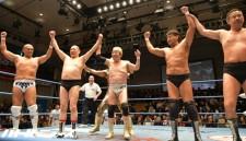 渕正信の45周年を百田光雄をはじめとしたベテラン選手たちが祝福した