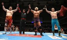 NEVER6人タッグ王座を防衛した(左から)矢野通、真壁刀義、田口隆祐