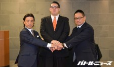 記者会見に登場した(左から)平井代表、納谷幸男、高木三四郎