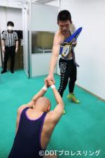 青木真也はDDTの新人・中村を相手にEXTREME級王座の防衛に成功