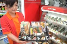 セコマが24日からウエルシアホールディングスの店舗に供給を始める自社製造の弁当やおにぎり。コンビニの競争激化を背景に関東圏での弁当需要が高まっているという