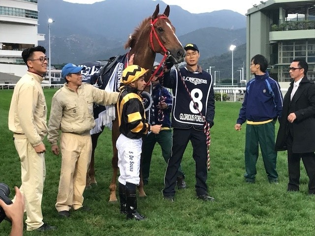 グロリアスフォーエバーで香港C逃げ切りのデソウサ騎手、「G1制覇は格別」