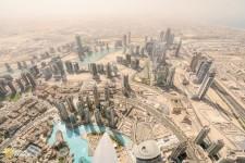 世界で最も高いビル、ブルジュ・ハリファからの眺めたドバイの街。これを目当てに大勢の観光客が訪れる。(Photograph by Luca Locatelli, National Geographic)