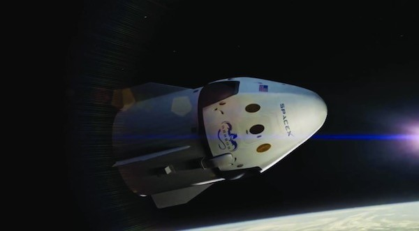 スペースXの有人型「クルー・ドラゴン」、初テスト飛行向け熱真空試験を完了