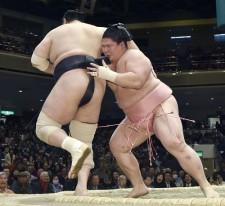 前に出続ける相撲で番付を駆け上がってきた宇良