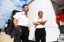 F1ホンダを牽引する長谷川祐介総責任者(左)と山本雅史MS部長(右)