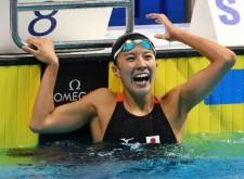 世界水泳で銀メダル獲得の大橋悠依は満面の笑顔