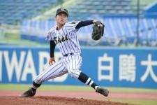 強打の日大三打線を8回無失点に抑えた東海大菅生の松本健吾