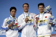 チェイス・カリシュに競り負けて銀メダルとなった萩野公介(左)