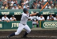 2回戦の津田学園戦で2打席連続本塁打を放った済美の亀岡京平