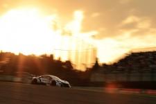 「最後の鈴鹿1000km」でトップを快走するナカジマレーシング