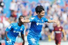 バルセロナ戦で先制ゴールを決め、喜びの表情を見せる柴崎岳