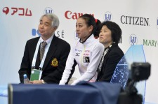 浅田真央と佐藤信夫コーチ、久美子コーチ(2012年GPファイナル)