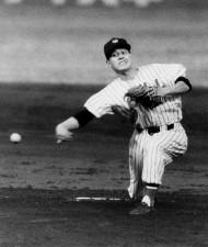 アンダースローで打者を翻弄。昭和30年(1955年)には、プロ野球史上2人目、パ・リーグ第1号の完全試合を達成