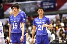 全日本での戦いを終え、東レで連覇を目指す李(左)と藤井(右)