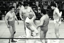 IWA世界タッグ王座にも輝いたアニマル浜口(一番左)とマイティ井上(左から2番目)