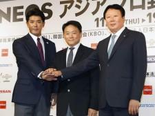 2020年の東京五輪まで韓国代表の指揮を執る宣銅烈監督(写真右)