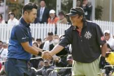 予選ラウンドではジャンボ尾崎(右)と一緒に回った松山英樹