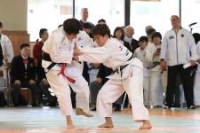 全日本では海外勢に押されてしまった女子48kg級の半谷静香(右)