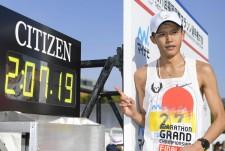 日本歴代5位の2時間7分19秒で日本勢トップの3位となった大迫傑