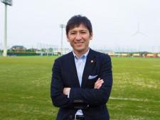 指導者ではないが、現役選手に声をかけることもあるという中田浩二C.R.O