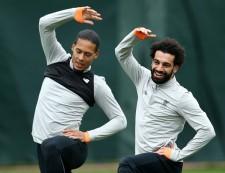 チームメイトと一緒に笑顔でトレーニングを行うサラー(右)photo/Getty Images