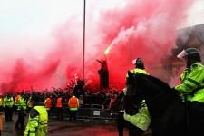 キックオフ前からスタジアムの外で盛り上がるリヴァプールサポーター photo/Getty Images
