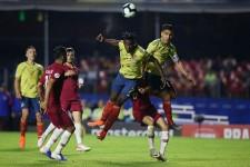 カタール戦の86分、コロンビアのFWドゥバン・サパタがヘディングで先制ゴールを挙げる。これが決勝点となり、コロンビアは決勝Tに駒を進めた photo/Getty Images