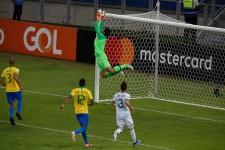 FKをキャッチするアリソン photo/Getty Images