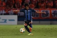 横浜FCでプレイする中村俊輔 photo/Getty Images