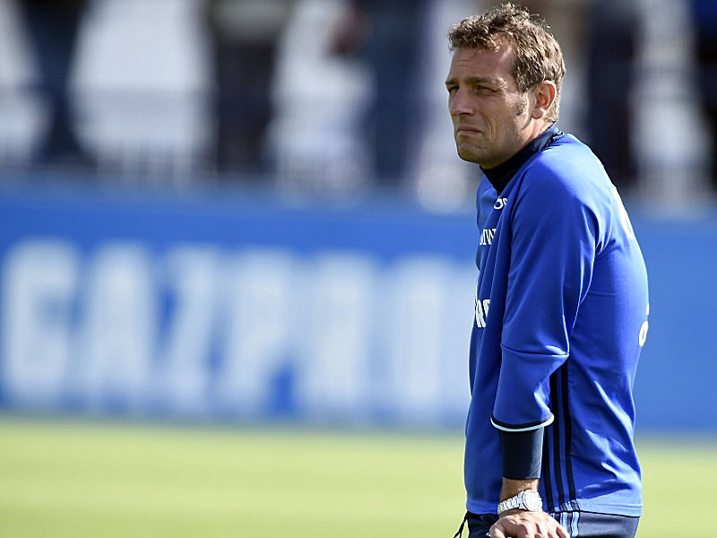 1 FUSSBALL BUNDESLIGA FC SCHALKE 04 SO4 TRAINING GELSENKIRCHEN TRAINER MARKUS WEINZIERL
