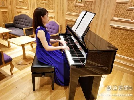 「THE ROYAL LOUNGE ザ・ロイヤルラウンジ」ピアノ