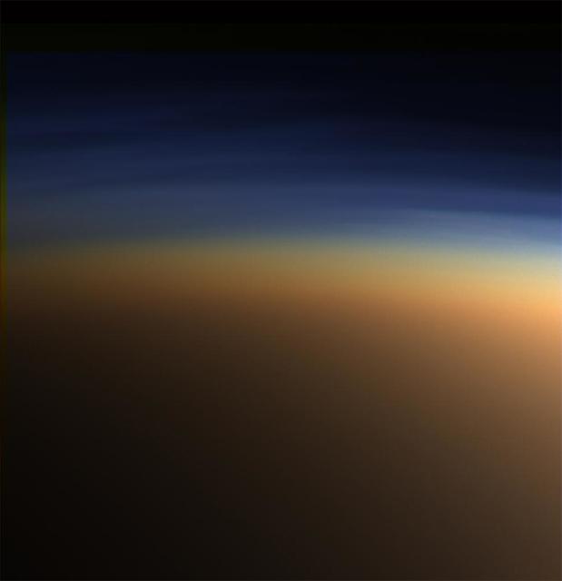 タイタンの上層大気