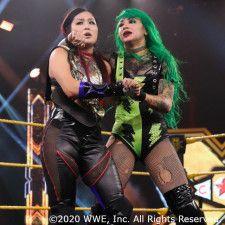 NXT女子王者・紫雷イオが因縁のショッツィ・ブラックをムーンサルト葬
