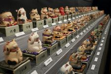 現代ねこアートの仏師!もりわじん氏の作品1000体を展示する「千の福ねこアート展」百段階段で開催